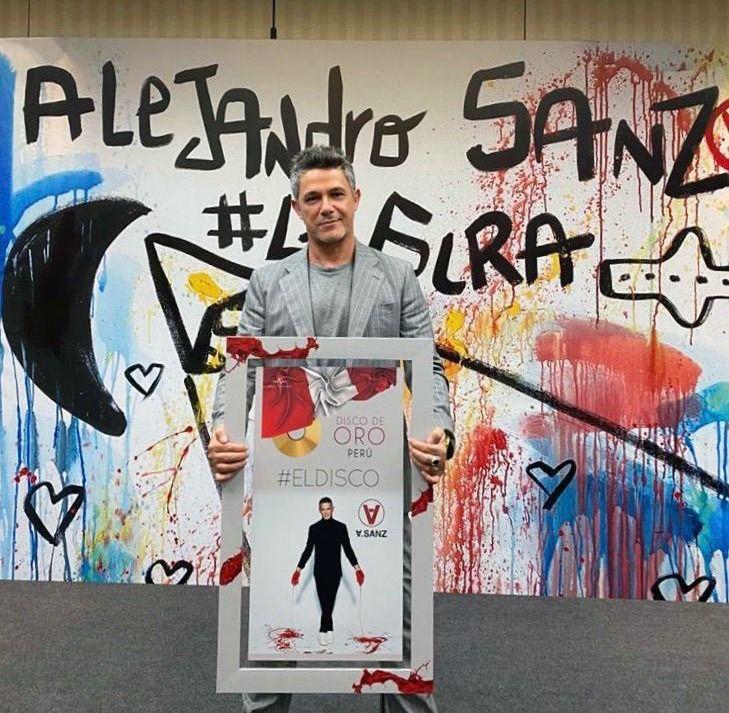 Alejandro Sanz recibe Disco de Oro en Perú